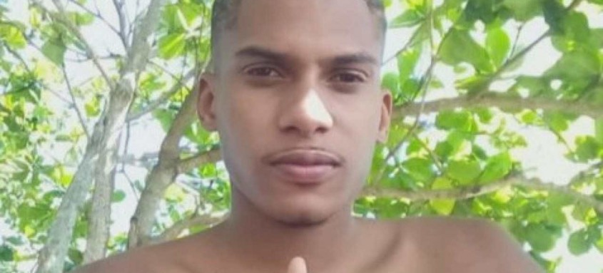 Após a morte do rapaz, moradores fizeram um protesto na RJ-106