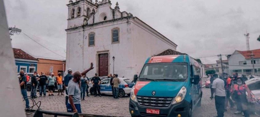 Com a intervenção realizada pelo prefeito Marcelo Delaroli, os agentes do Detro liberaram as vans que tinham sido apreendidas na operação do órgão