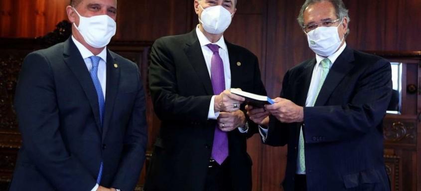 Presidente do TSE e ministros Guedes e Lorenzoni participaram de ato