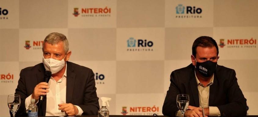 Os prefeitos Axel Grael e Eduardo Paes, em coletiva sobre medidas restritivas nas duas cidades