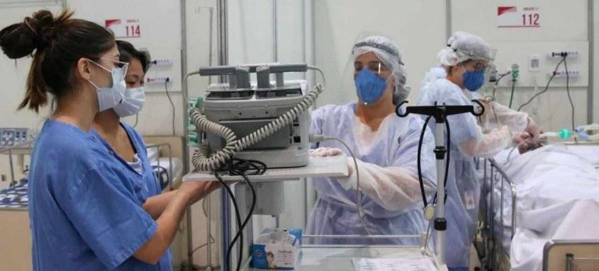 O total de registros de pessoas diagnosticadas com covid-19 em 24 horas foi de 82.493. Equipes médicas seguem com dedicação total na pandemia