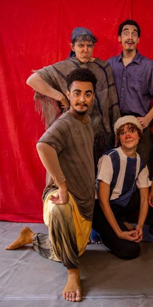 Espetáculo retrata uma família que é desapropriada de sua casa