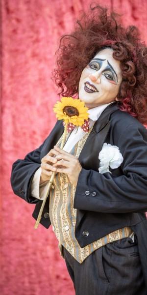 Espetáculo infanto-juvenil 'Circo de Pulgas' mescla palhaçadas e teatro