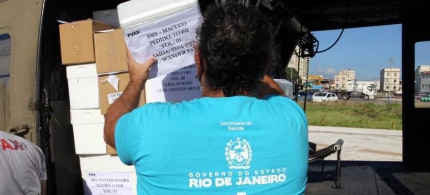 Lote de vacinas chega ao Rio com um rigorosa e complexa logística para atingir os 92 municípios o mais rápido possível