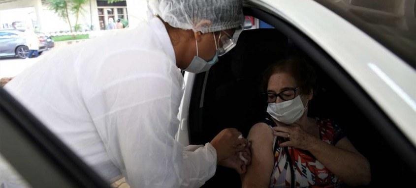 A aplicação da segunda dose da vacina contra a covid-19 segue normalmente em Niterói