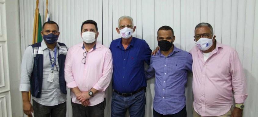 Wanderson Dias, Julio Saraiva, prefeito Capitão Nelson, vereador Claudinei Sirqueira e secretário Wagner Ventura