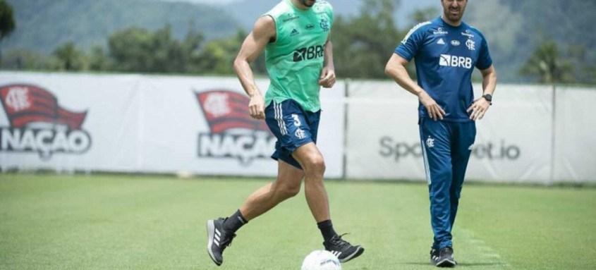 O zagueiro Rodrigo Caio será poupado por Rogério nesta quarta-feira visando a final do Cariocão contra o Fluminense