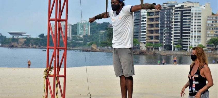 Projeto Pendurados, da professora de circo Juliana Berti, tem parceria com a Secretaria de Esporte de Niterói