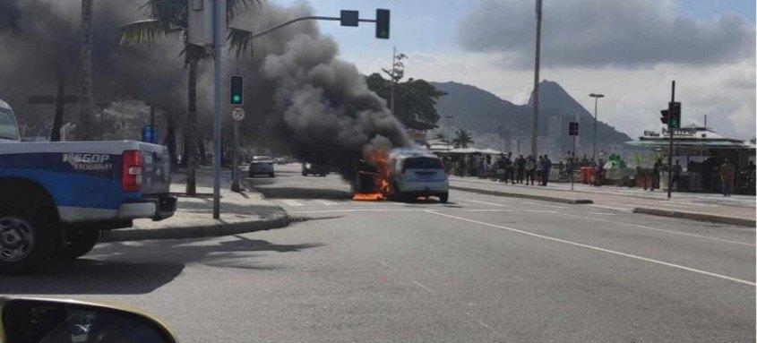 Trânsito na região ficou caótico em função do acidente; ainda não há informações sore feridos