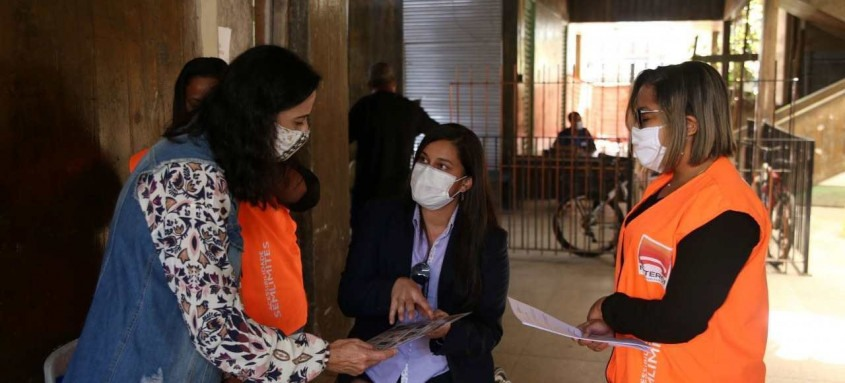 Secretaria Municipal de Acessibilidade de Niterói está treinando os profissionais de saúde que trabalham nos postos de vacinação contra a Covid-19 para uma melhor comunicação com pessoas surdas, com dificuldades de expressão oral ou analfabetas.
