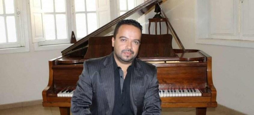 Maestro Joabe Ferreira é a atração desta terça na Sala Carlos Couto