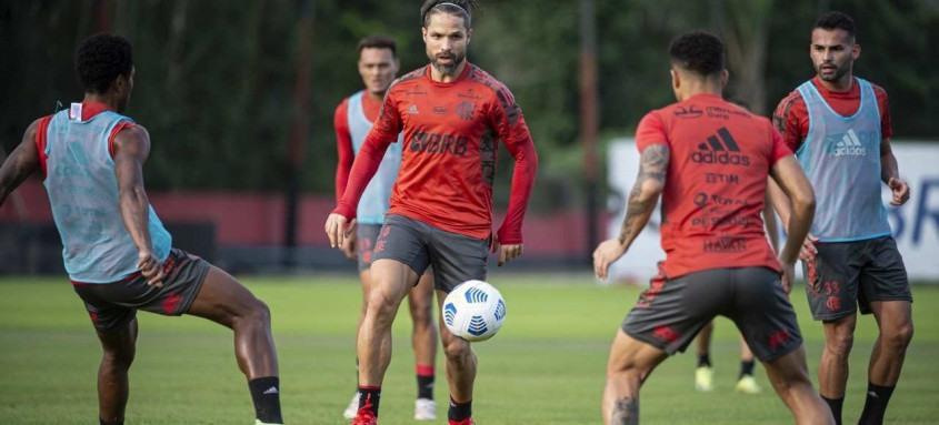 Diego será mais um desfalque no difícil compromisso do Flamengo contra o Bragantino