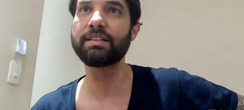 Ele está preso no Rio, acusado de homicídio triplamente qualificado