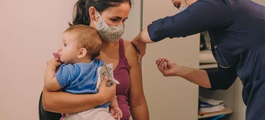 Vacinação em Cabo Frio avança de acordo com o envio de doses pelo Governo do Estado
