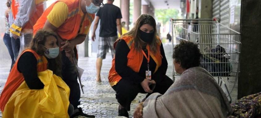 Equipes da Prefeitura de Niterói percorreram nesta quarta as regiões sul e central da cidade