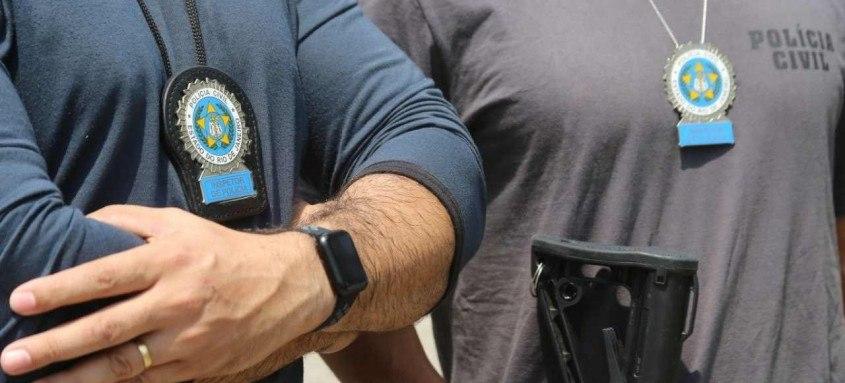 Os criminosos foram localizados em um galpão no município de Itaguaí, na Baixada Fluminense