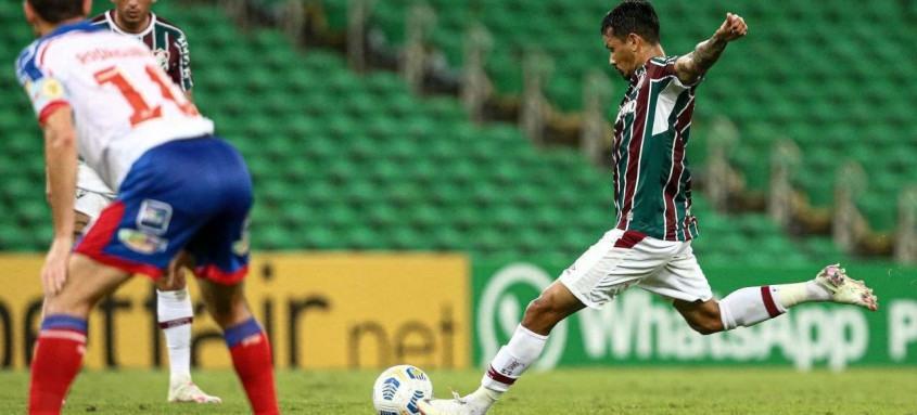 Com um belo gol de falta no primeiro tempo, Lucca abriu ontem à noite o caminho da vitória tricolor sobre o Bahia
