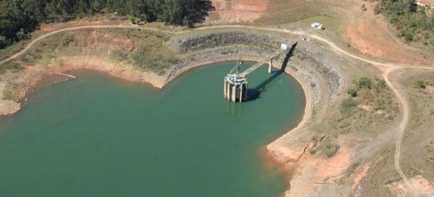 Na Bacia Hidrográfica do Rio Paraíba do Sul, que abastece o Rio, o reservatório de Paraibuna está em 27,20% do volume útil