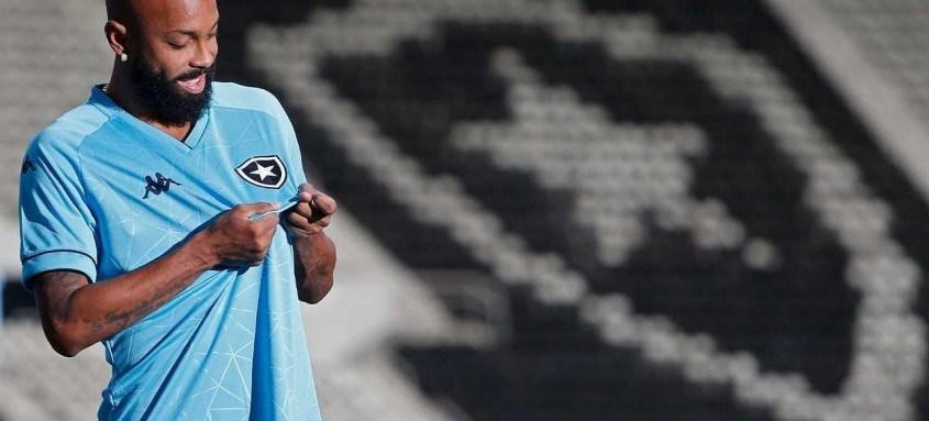 Chay não escondeu a felicidade por renovar com o Botafogo até 2024