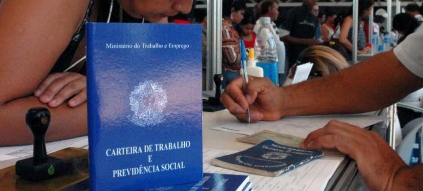 País tem 14,44 milhões de pessoas sem ocupação, recorde para o período