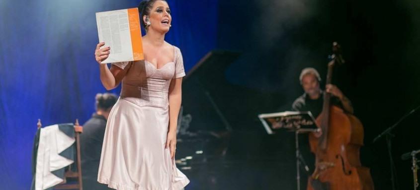 Mona Vilardo faz homenagem on-line à Linda Batista, cantora do rádio