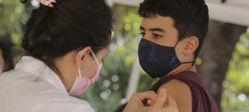 São Gonçalo segue vacinando moradores com mais de 12 anos de idade contra covid-19