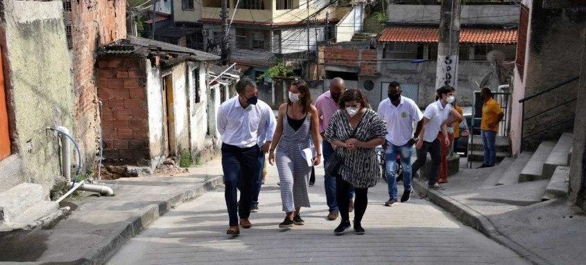 Pavimentação e contenção de encostas beneficiam mais de 6 mil moradores da região