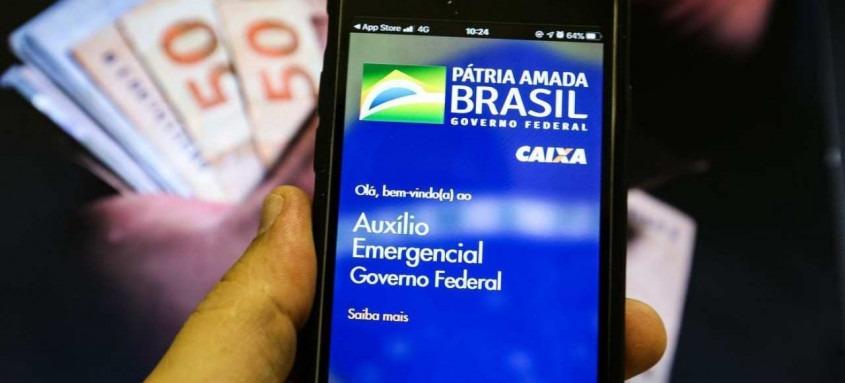 Segundo o Governo Federal, as mensagens de celular, tipo SMS, foram enviadas desde segunda-feira (4) para os beneficiários pelos números 28041 ou 28042