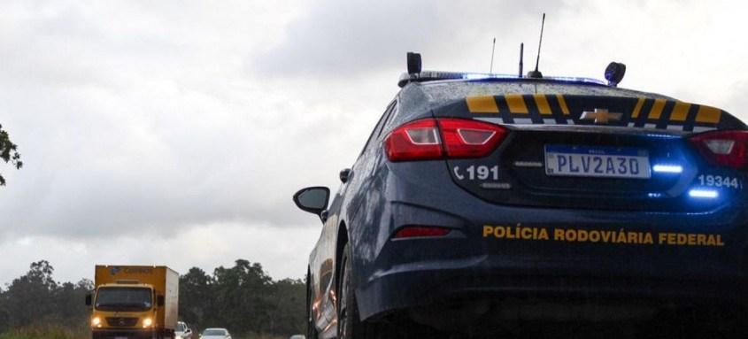 A Polícia Rodoviária Federal (PRF) informa que todas as rodovias federais na Bahia encontram-se com o livre fluxo de veículos, não havendo nenhum ponto de retenção total ou parcial