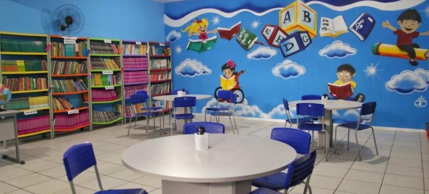 Espaço em colégio de Vista Alegre, São Gonçalo, conta com 2 mil livros